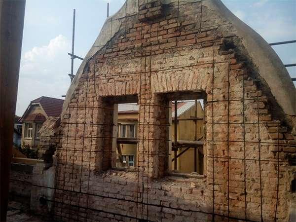 Oprava štítu domu, budovy